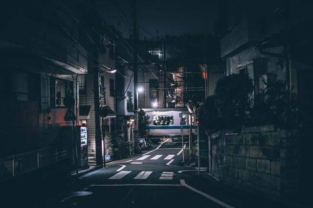 Bang om 's nachts over straat te gaan? Volg deze tips